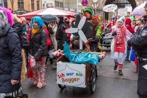 Kölner Jecken der Pappnasen-Rotschwarz für eine autofreie Stadt und regenerative Energien