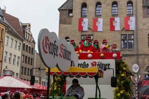 Kölner Karneval 2020: der Wagen der Große Kölner Karnevalsgesellschaft 1882 am Severinstorburg