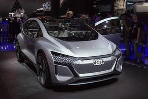 Konzeptauto für Elektromobilität: Audi e-tron AI:ME, mit  Eye-Tracking-System-Displays