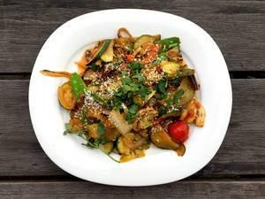 Körili Sebze: Gemüsepfanne mit Curry (Türkisch)