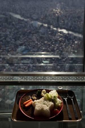 Köstliche Mahlzeit und ein herrlicher Ausblick, Tokyo