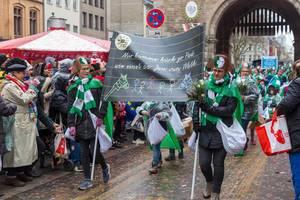 Kostüm Schull- un Veedelszöch (Schul- und Viertelsumzug): die Katholische Grundschule Kapitelstraße beim Rosenmontagsumzug in Köln