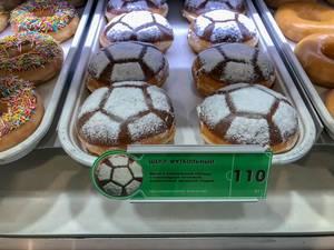 Krapfen mit Fußball-Glasur