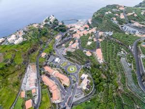 Kreisverker Ponta do Sol, Madeira (Drohnenfoto)