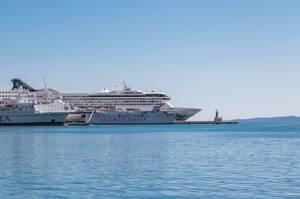 Kreuzfahrtschiffe im Hafen von Split, Kroatien