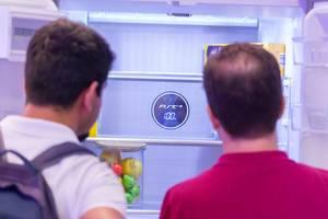 Kühlschrank mit Bildschirm-Anzeige