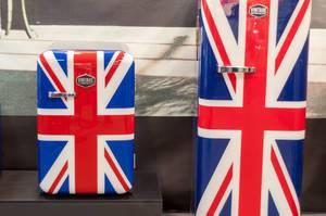 Kühlschränke verschiedener Größen mit britischer Flagge von Vintage Industries
