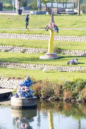 Kunst am Flussufer in der Nähe von Primark in Venlo