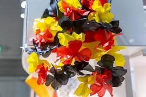 Künstliche Blumen in Schwarz-Rot-Gold - IAW Köln 2018