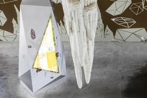 Künstliche Sintersäule als Teil der Ausstellung, Singapur