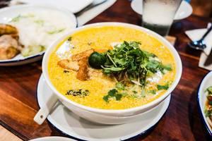 Kürbis Nudelsuppe mit Tofu und Gemüse
