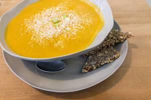 Kürbis-Suppe mit Kokos