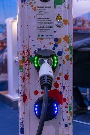 Ladestation für Elektroautos mit Anleitung für Benutzung und Ladeprozess