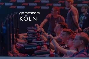 Lan-Party zeigt Besucher mit Lenkrad beim Zocken auf der größten Spielemesse Gamescom in Köln