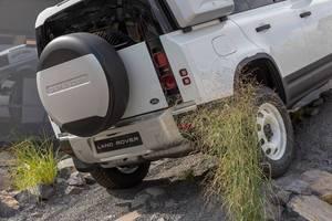 Land Rover Defender im Fahrtest: Geländewagen mit In-Car-Technologie