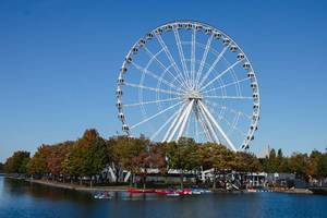 Landmark Wheel in the City with River  (Flip 2019)