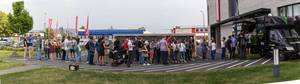 Lange Schlange vor einem Veggiewerk Food Truck
