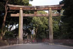 Langzeitbelichtung des Tors zum Meiji-Schrein, Tokyo