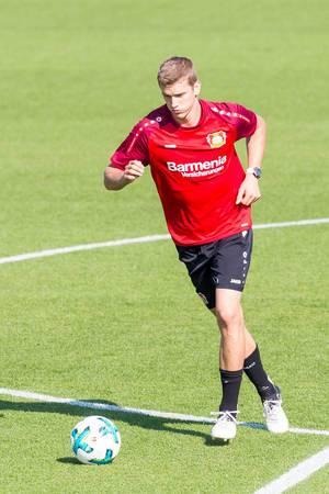 Lars Bender beim Dribbeln - Bayer 04 Leverkusen