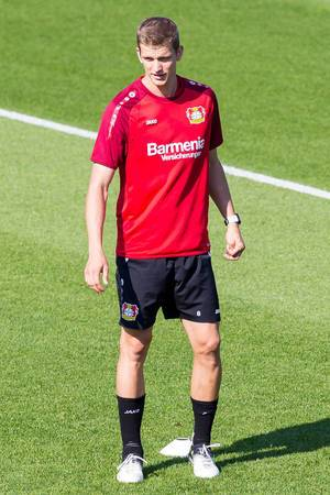 Lars Bender beim Training - Bayer 04 Leverkusen