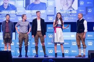Laura Grimmelmann mit Dr. Christian Saller und Cristopher Steinau auf der Bühne