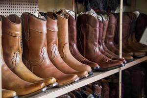 Leder-Cowboystiefel in der Nahaufnahme