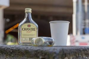 Leer getrunkene Flaschen Chantre Weinbrand