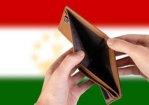 Leerer Geldbeutel aus Leder mit Flagge von Tadschikistan. Rezession und Finanzkrise werden mit mehr Schulden und Bundeshaushaltdefizit einhergehen