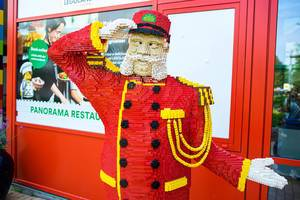 Lego royal soldier welcoming