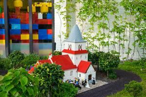 Lego wedding in a lego church (Flip 2019)