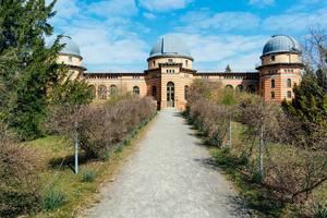 Leibniz-Institut und altes Astrophysik-Observatoriumsgebäude in Potsdam