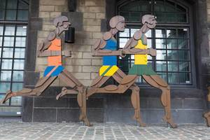Leichtathletik-Figure vor Olympia-Museum Köln