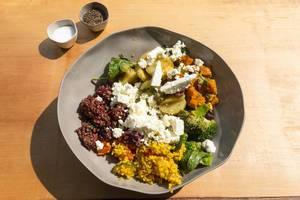 Leichte Mahlzeit: Weichkäse, Kartoffeln, Brokkoli, Kürbis, Zucchini