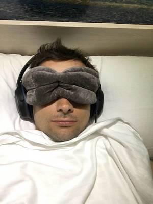 Leichter einschlafen: Augenmaske und noise cancelling Kopfhörer
