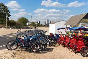 Leihräder am Strand North Avenue Beach in Chicago
