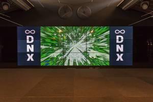 Leinwand mit Vorschau vom DNX Digital Nomad Festival in Lissabon