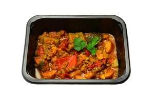 Lentils with vegetables in tomato sauce