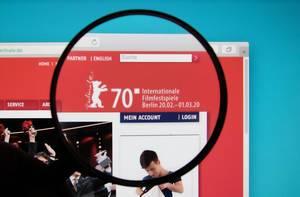 Leselupe über dem Logo der Internationalen Filmfestspiele Berlin auf der Website der Berlinale