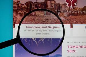 Leselupe weist auf Veranstaltungsdaten des Tomorrowland in Belgien 2020 publiziert im Internet