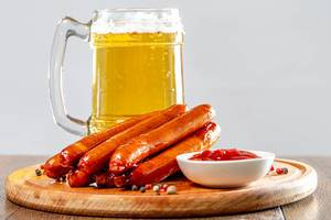 Light beer with grilled sausages and ketchup (Flip 2019)