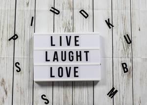 Lightbox Live Laught Love Buchstaben Holz Hintergrund