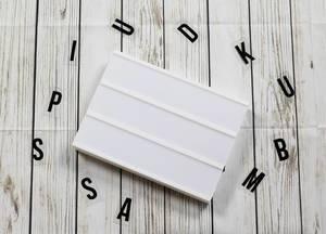 Lightbox ohne Buchstaben mit Holz Hintergrund
