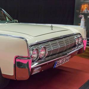 Lincoln Continental chrome grill
