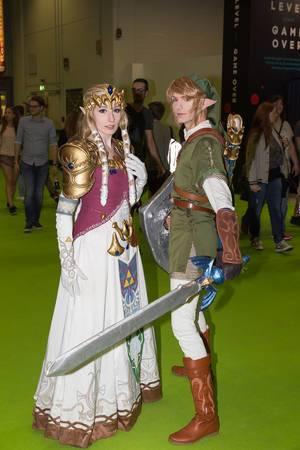Link und Prinzessin Zelda Cosplayer - Gamescom 2017, Köln