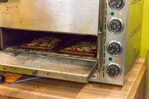 Lizza Low-Carb Pizza im Backofen