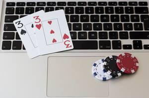 Losing and winning money with online gambling and poker games