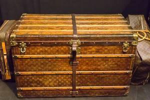 Louis Vouitton Truhe und Koffer