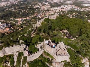 Lufaufnahme der Burg von den Mauren mit Blick auf Sintra