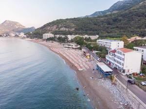 Luftaufnahme des Sutomore-Strand in Montenegro