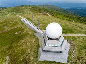 Luftbild der Radarstation auf dem Großer Belchen
